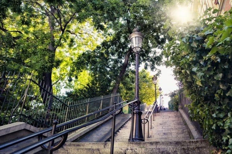 Escalier typique à Montmartre, Paris