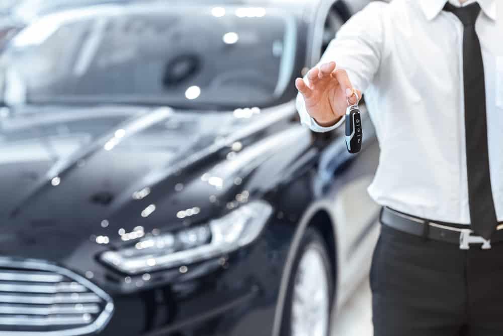 Remise des clés lors d'une location de voiture