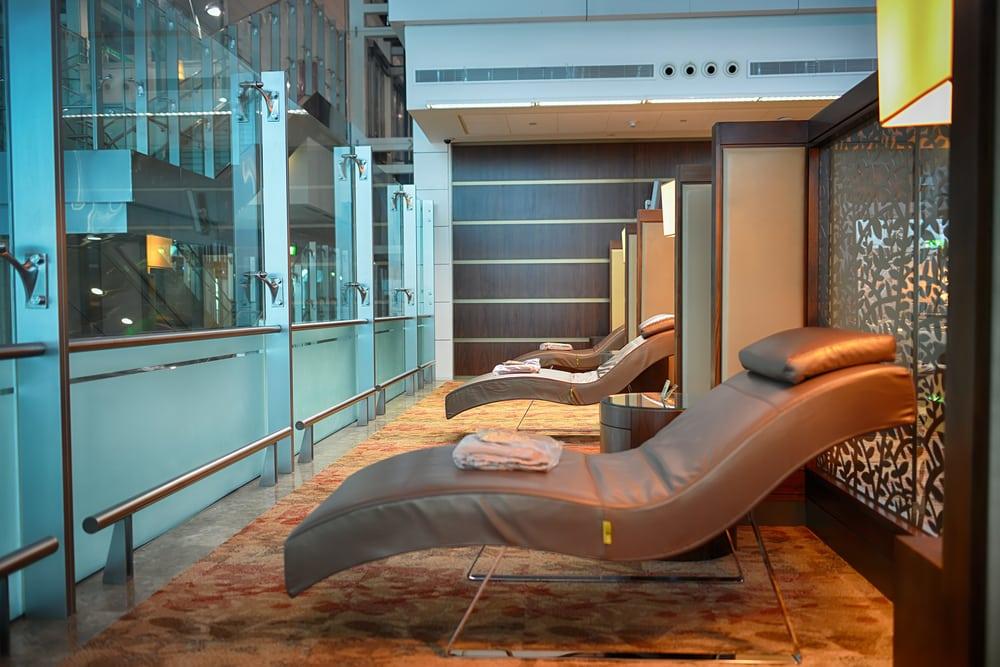 Zone lounge à l'aéroport de Dubaï