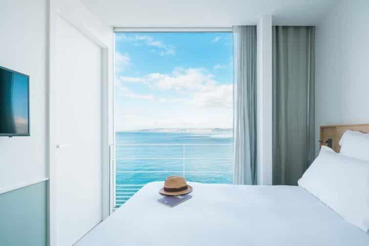 Le boutique-hôtel Les Bords de Mer, et ses chambres à deux mètres de la mer