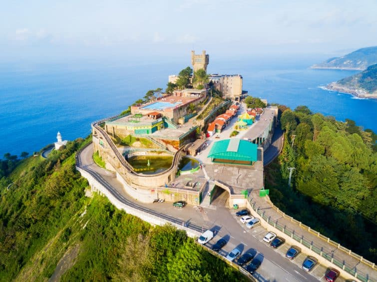 Vue aérienne du parc d'attraction Monte Igueldo, San Sebastian