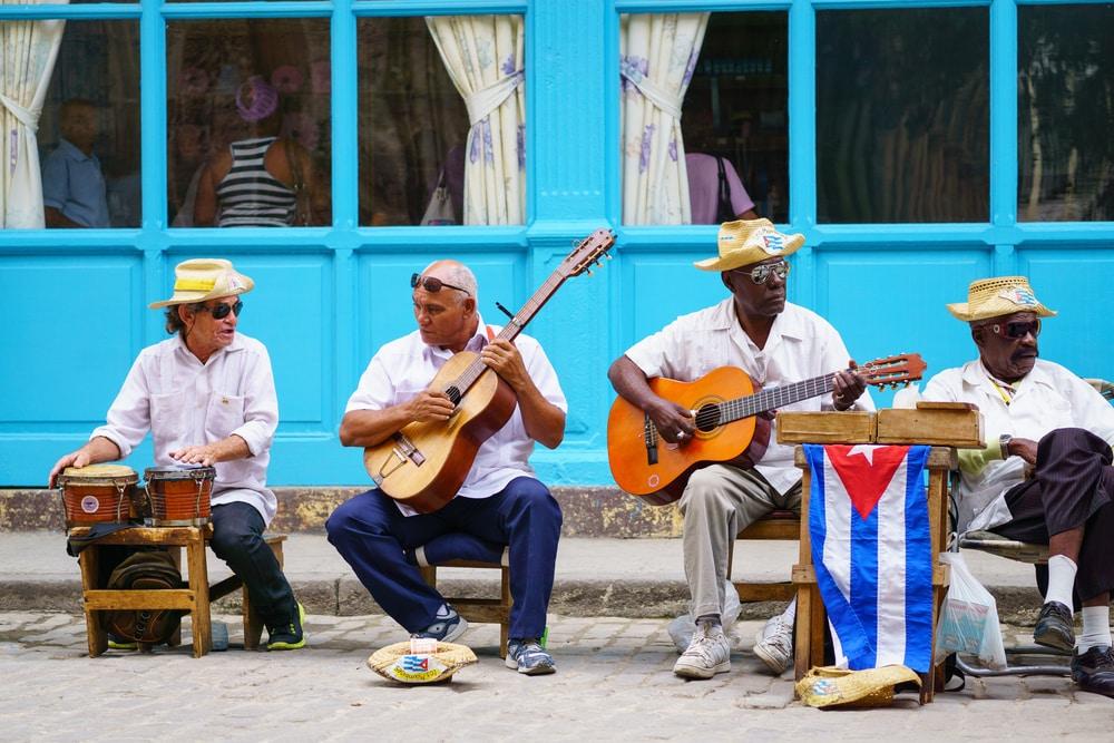 Musiciens dans les rues de la Havane à Cuba