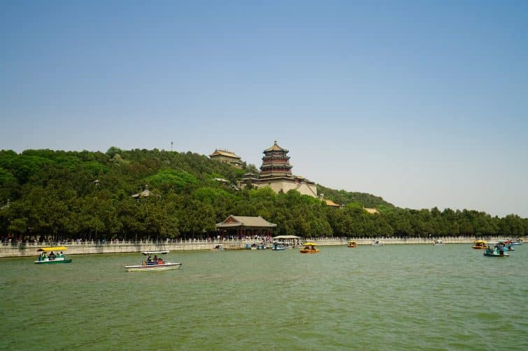 Le palais d'été de Pékin vu du lac