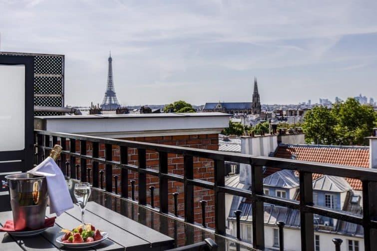 L'Hôtel Pont-Royal et sa vue sur la Tour Eiffel