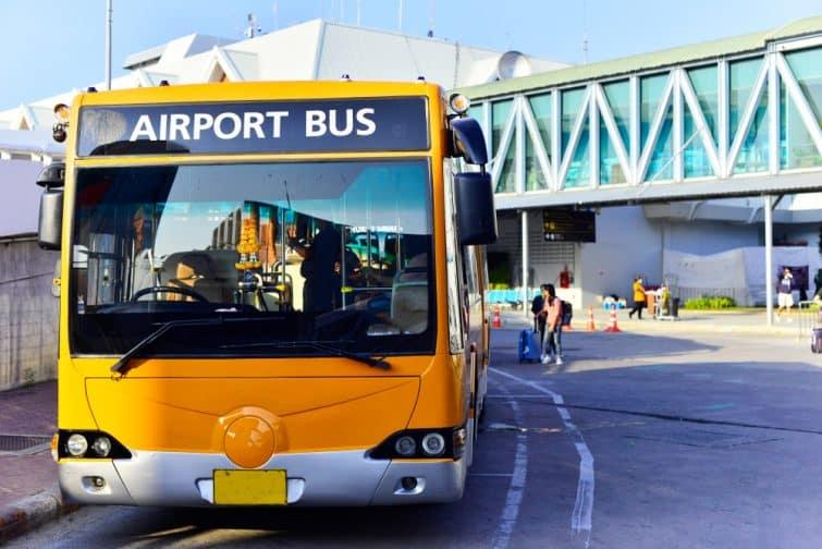 La nevette assurant le transfert entre l'aéroport de Phuket et le centre
