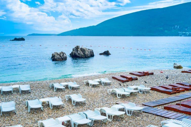 Transat sur la plage centrale d'Herceg Novi, Monténégro
