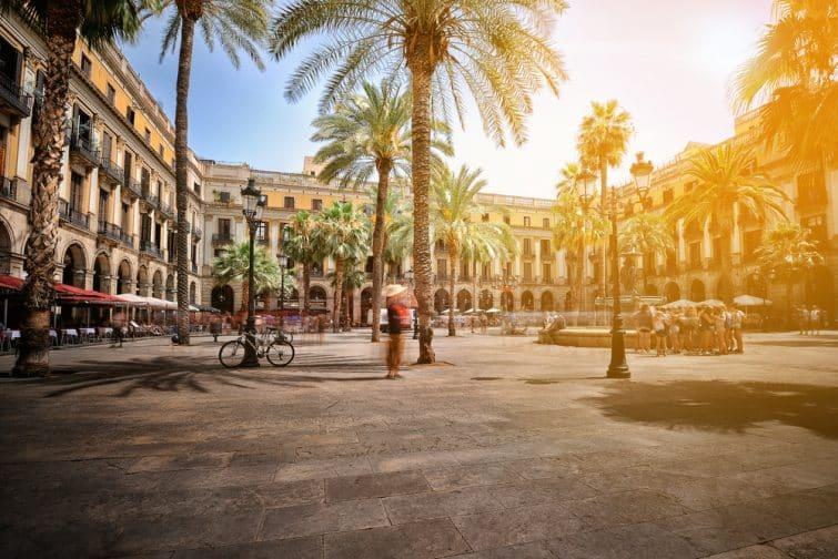 Plaza Real (Place Royale) le jour d'été, Barcelone, Espagne