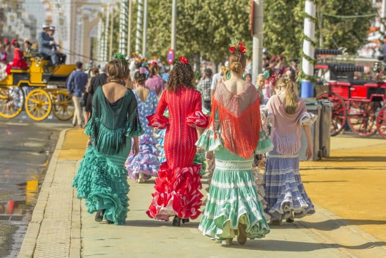 Les Sévillanes, habillées en tenue traditionnelle lors de la Feria d'Abril