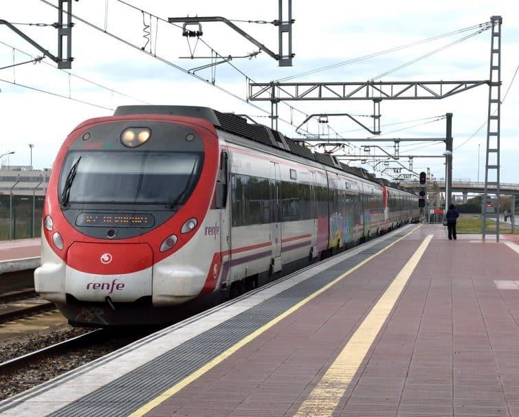 Le train navette effectuant le transfert entre l'aéroport de Barcelone et le centre