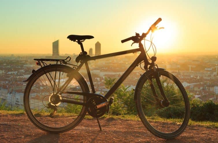 Vélo et coucher de soleil à Lyon