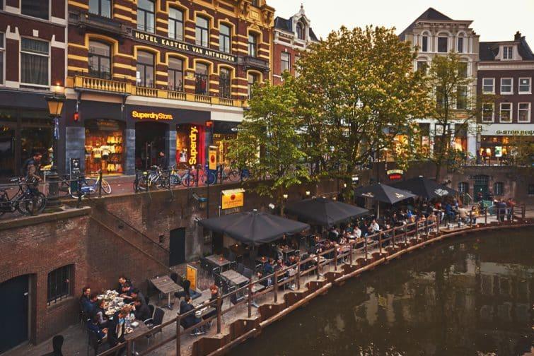 Restaurants et bars au bord du canal de l'Utrecht, Amsterdam