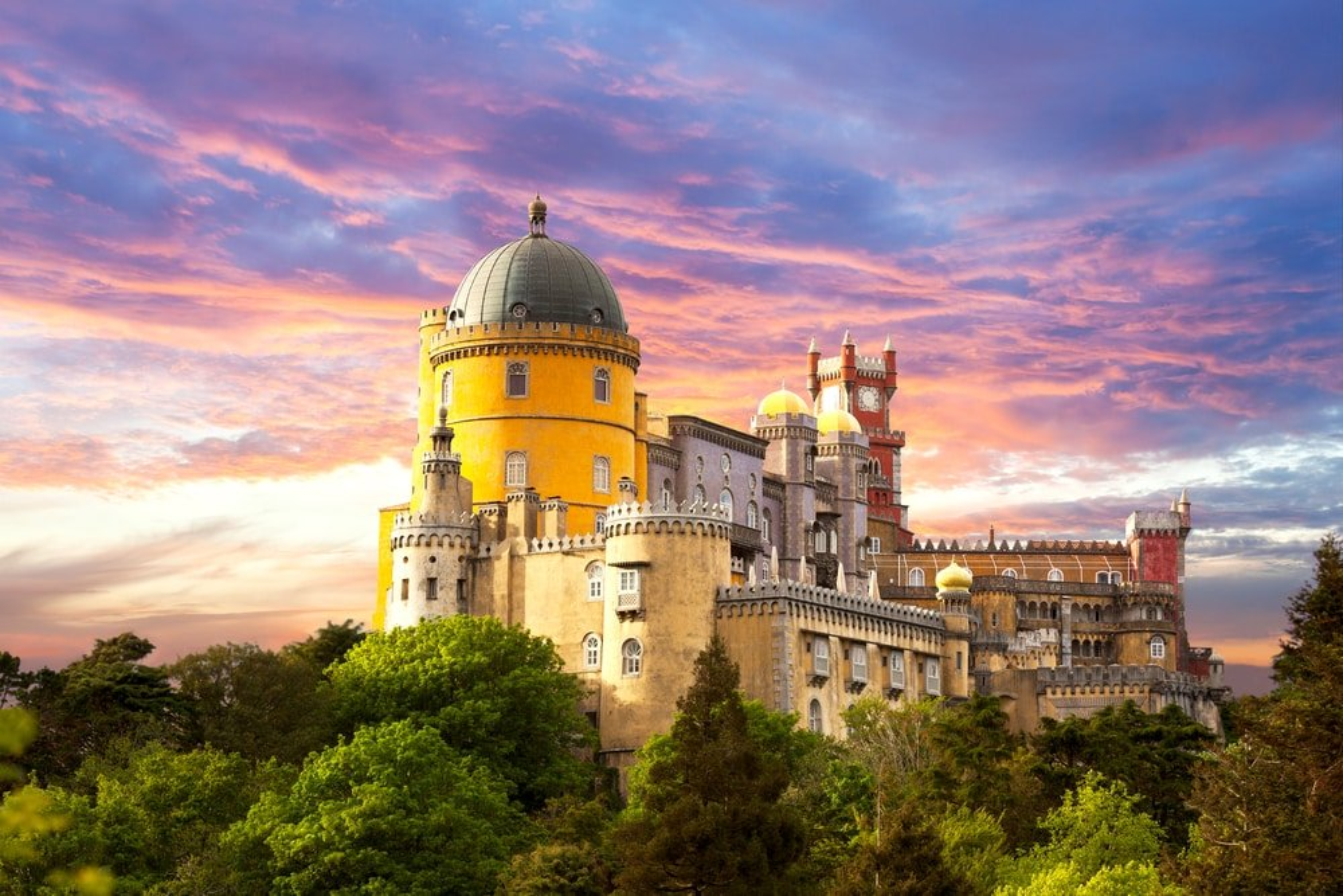 Coucher de soleil au palais national de Pena, Sintra, Portugal