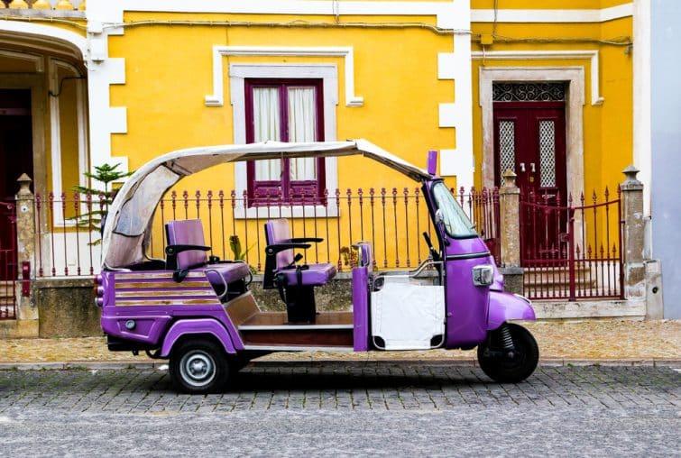 Tuk tuk devant le palais de Pena à Sintra