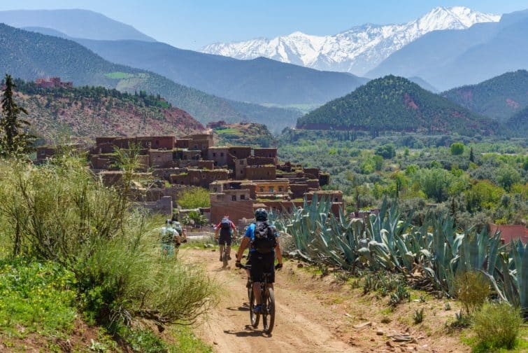 Randonnée à vélo dans les montagnes de l'Atlas