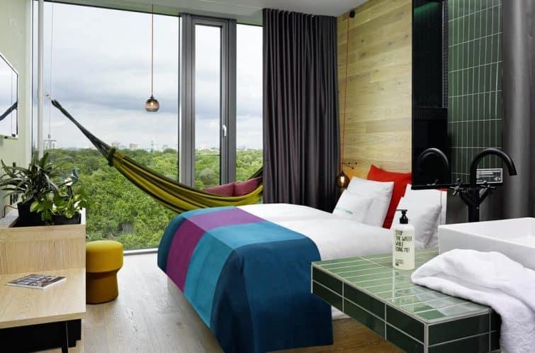 Chambre avec vue et hamac au 25 hours hotel Bikini, Berlin