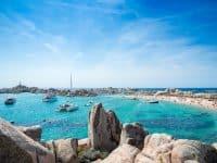 Cala Acciarino la plus belle plage de l'île Lavezzi, Corse France