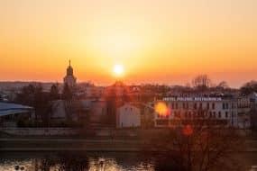 Vue panoramique de Cracovie, au coucher du soleil