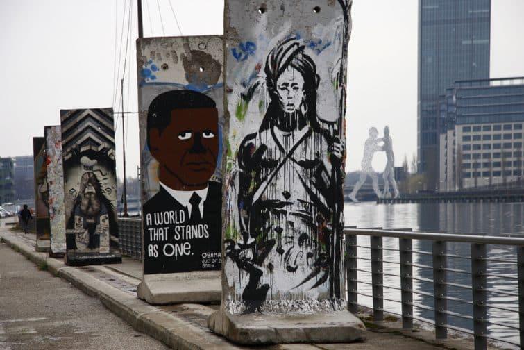 Oeuvres de street art dans le quartier Friedrichshain, Berlin