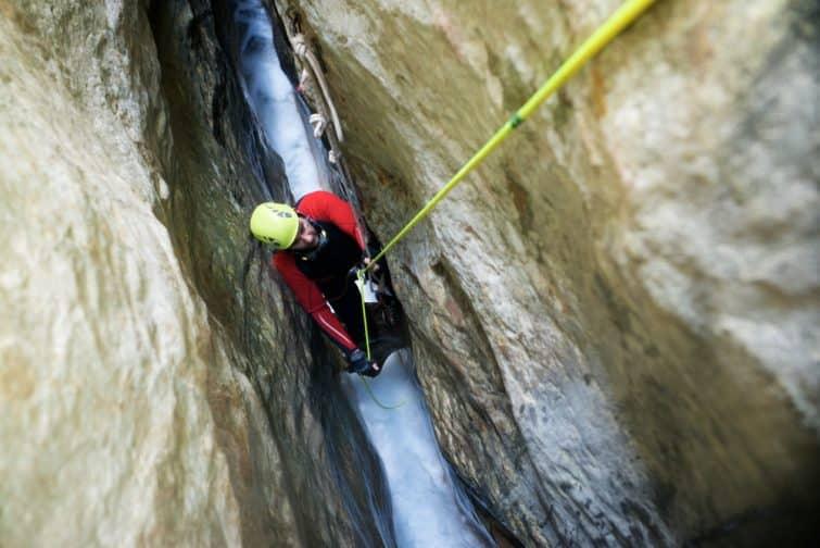 Canyoning dans le canyon de Gorochon, Aragon, Espagne