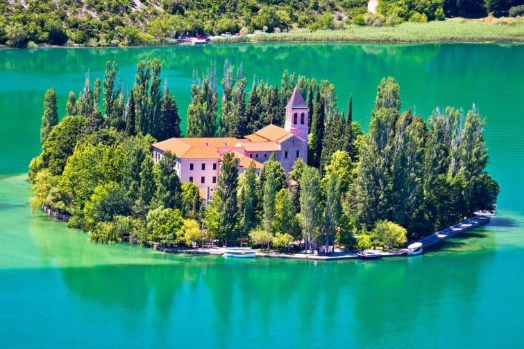 Le monastère de Visovac dans le parc national de Krka, Dalmatie, Croatie