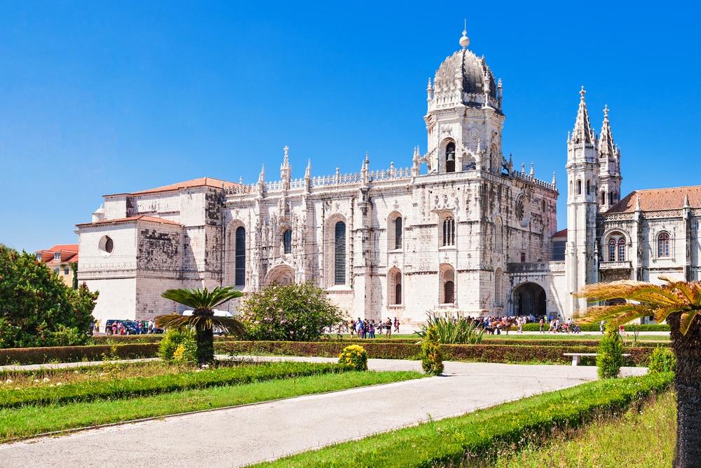 Le monastère des Jeronimos ou le monastère des Hiéronymites est situé à Lisbonne, au Portugal