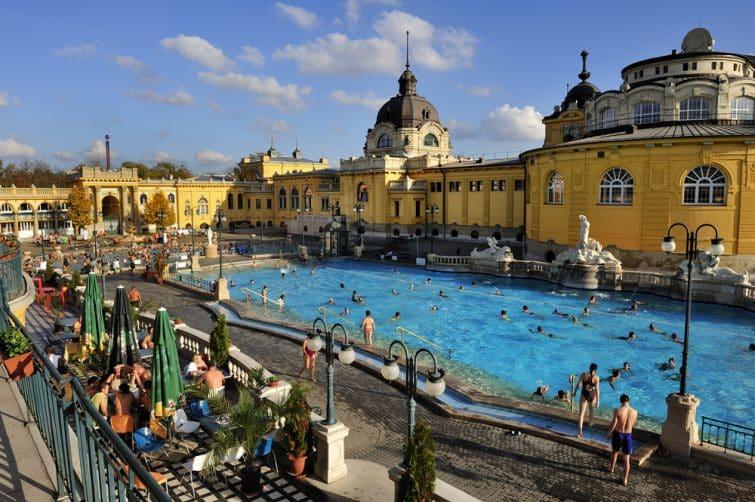 visiter les bains de Budapest Les Bains Szechenyi