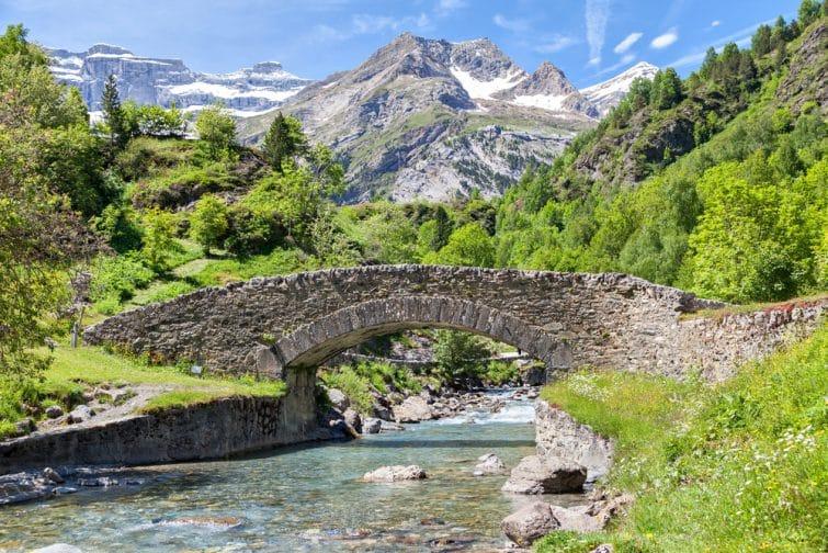 Pont Nadau sur le fleuve Gave de Gavarnie à Gavarnie, Hautes-Pyrénées, France