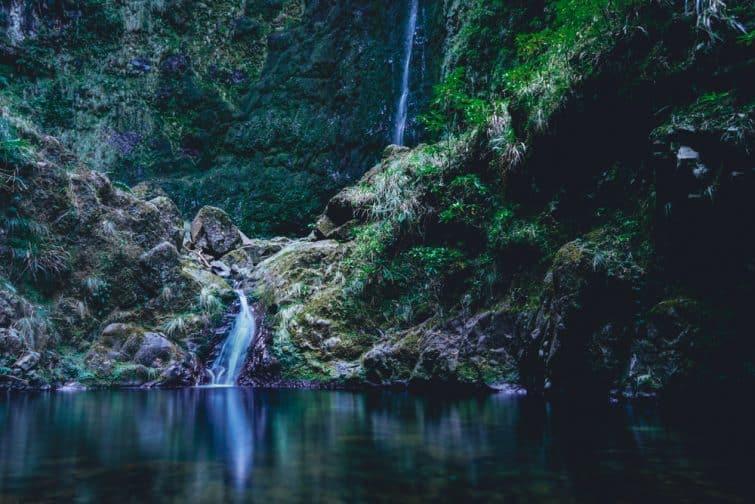 Randonnée dans la levada du Caldeirão VerdeChaudron vert jusqu'à la cascade, île de Madère