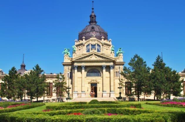 Bains de Budapest : guide complet des bains thermaux
