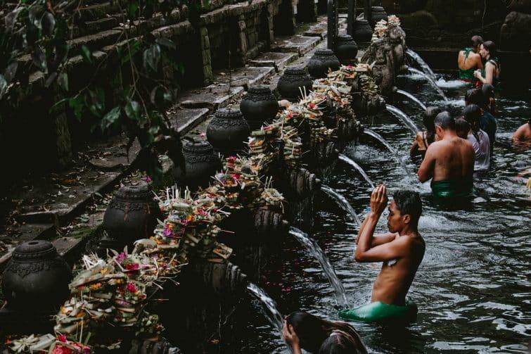 Bain sacré, temple Tirta Empul, Bali