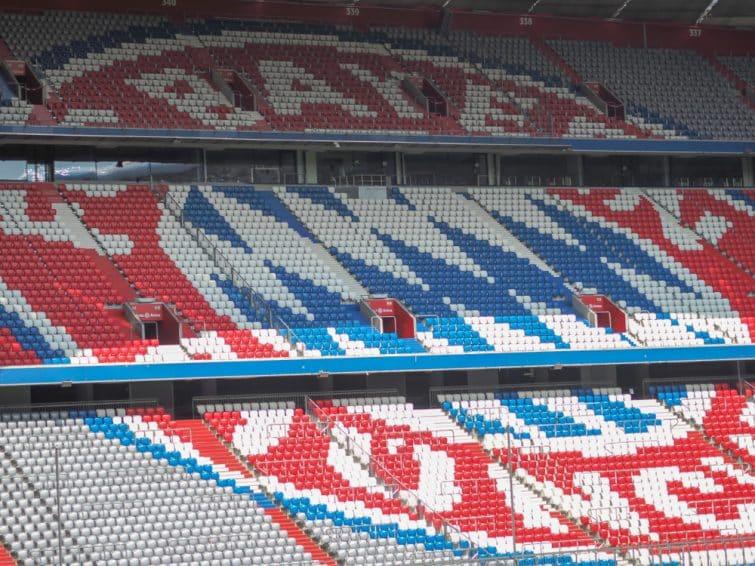 Le logo du Bayern, reproduit sur les sièges de l'Allianz Arena