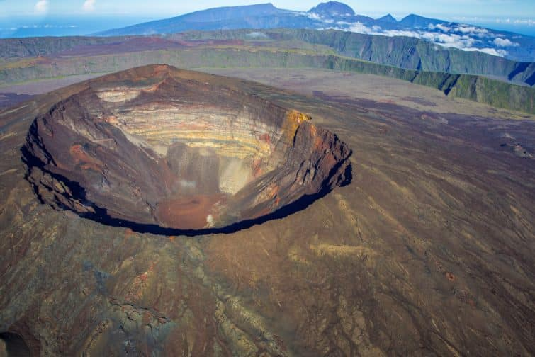 Le cratère du Piton de la Fournaise, l'une des plus belles ascensions de volcans