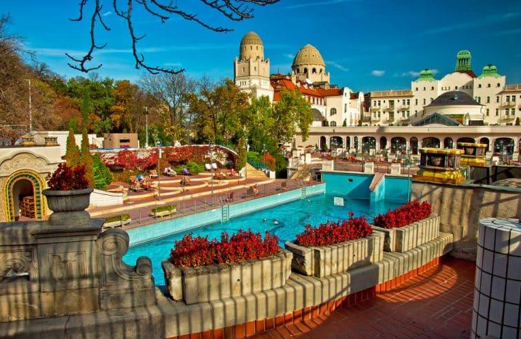 visiter les bains de Budapest bains gellert
