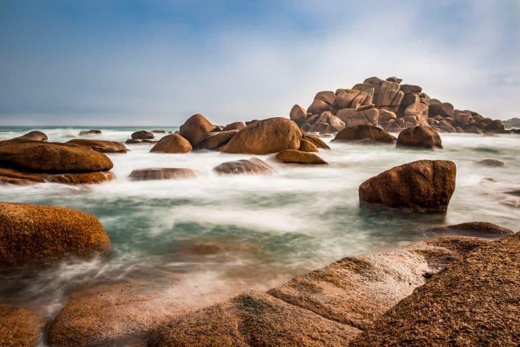 La côte de Granit Rose, incontournable à faire en Bretagne