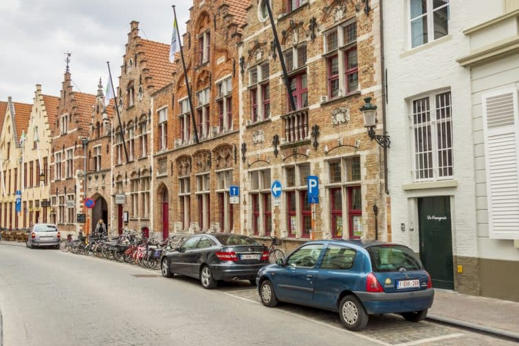 bruges voitures parking