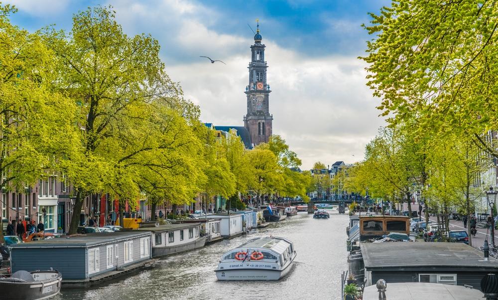 Touristes et bateaux sur le canal de Prinsengracht, Amsterdam