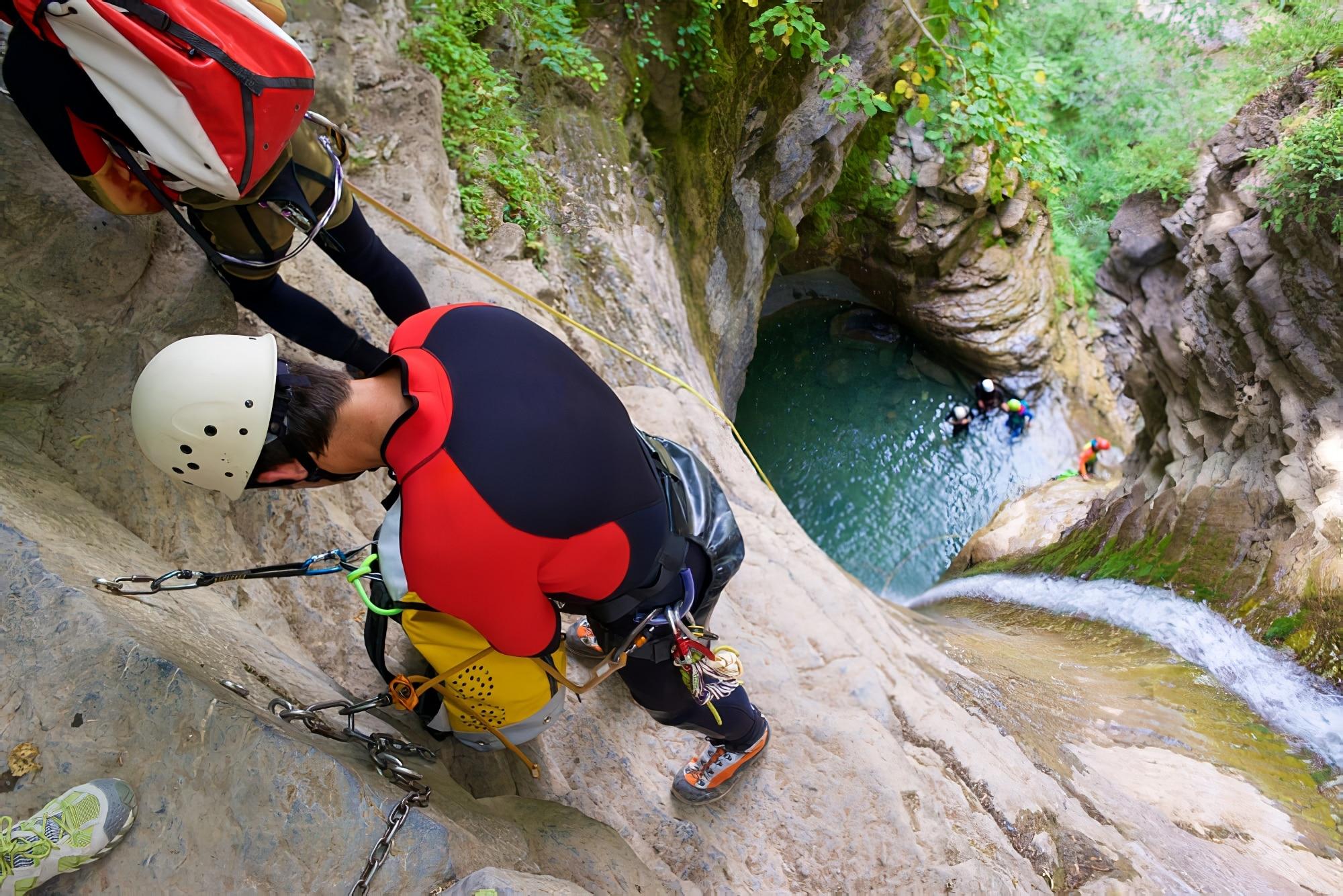 Canyoning dans le canyon Furco, Broto, Pyrénées, province de Huesca, Aragon, Espagne.