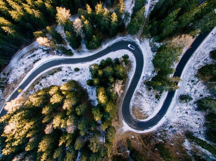 Conduire dans les Dolomites et ses lacets