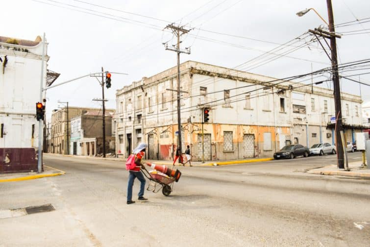 Loger à Kingston : centre-ville de Kingston un dimanche, Jamaïque