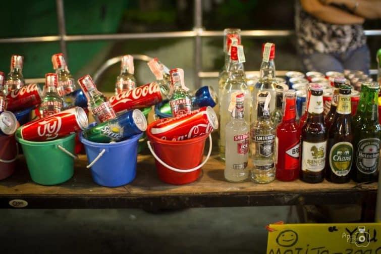 Seaux d'alcool vendus à la Full Moon Party