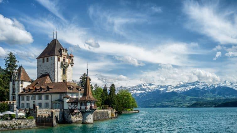 Lac de Thoune et Château d'Oberhofen, Suisse