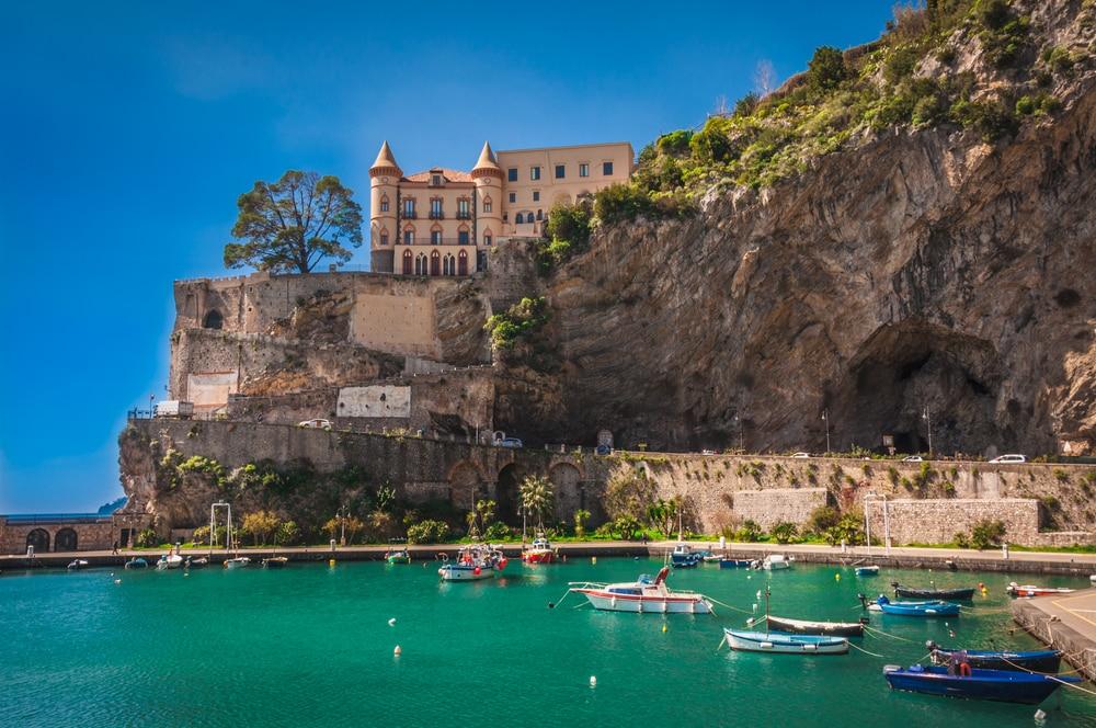 Village de Maiori, Côte Amalfitaine, Italie