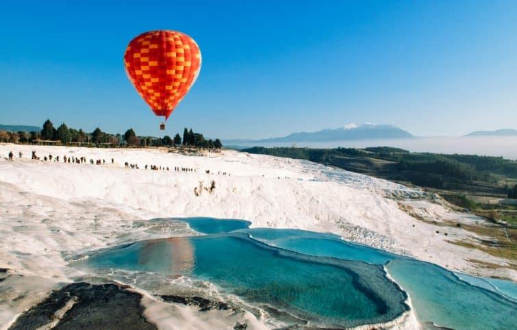 Montgolfière au dessus de Pamukkale, Turquie