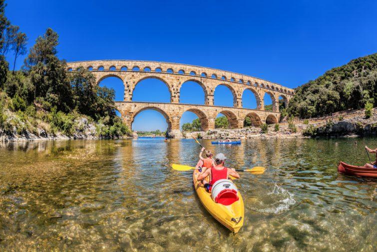 Découvrir le Pont du Gard, en kayak