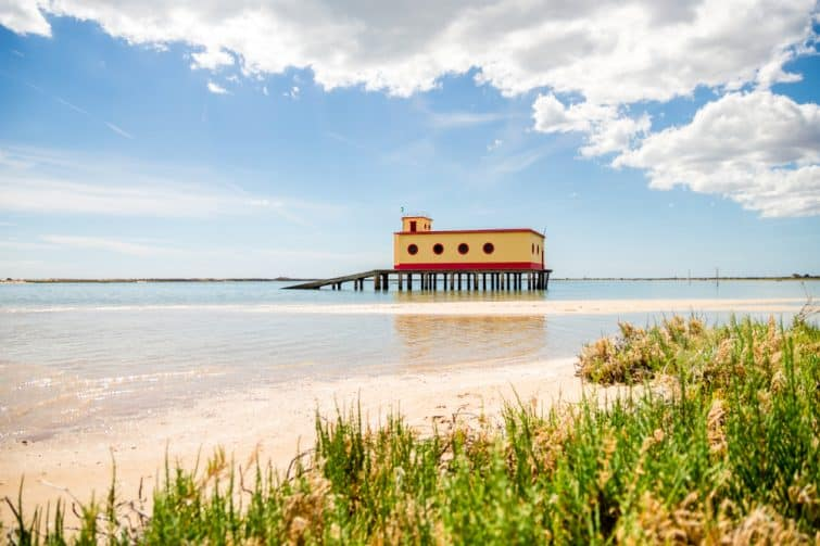 Cabane de sauvetage, parc naturel de Ria Formosa, Algarve, Portugal