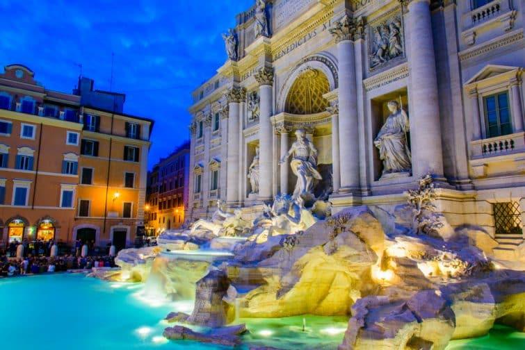 La fontaine de Trevi de nuit