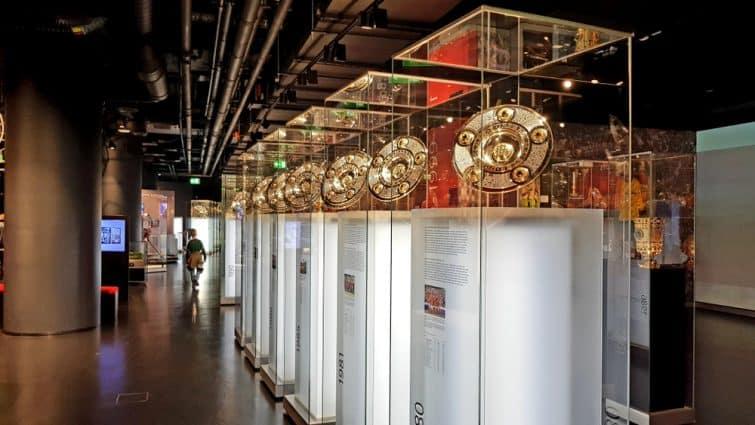 La salle des trophées du FCB Museum
