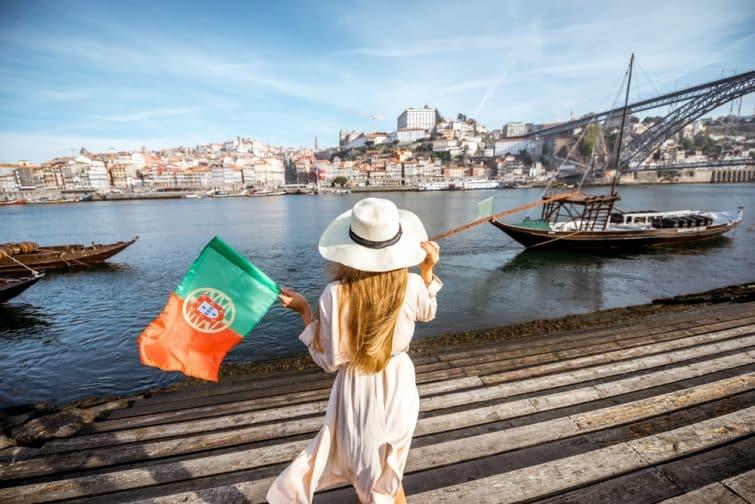 femme drapeau portugal