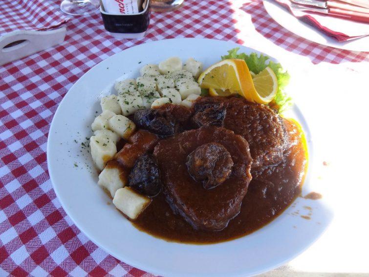Parmi les choses à faire à Split : manger de la Pasticada