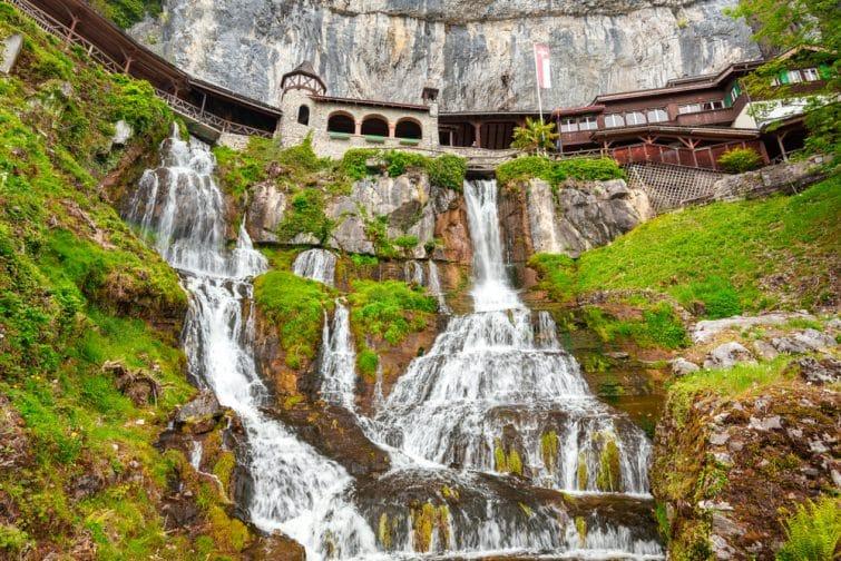 Visiter Interlaken en passant par les Grottes de Saint Beatus, Suisse